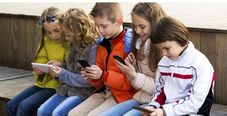 Κλείνουν όλοι οι λογαριασμοί στα social media για ανηλίκους κάτω των 13 ετών