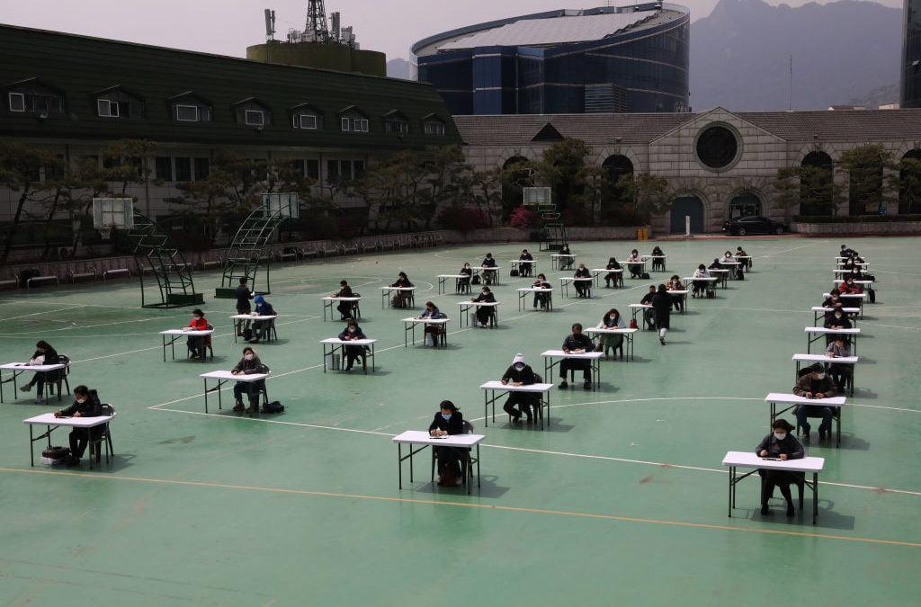 Κορωνοϊός: Να πώς δίνουν εξετάσεις στη Νότια Κορέα οι ασφαλιστικοί διαμεσολαβητές!